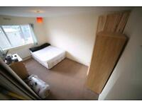 Double room in newly refurbished flat