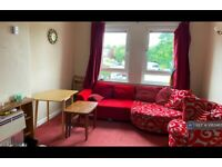 2 bedroom flat in Stenhouse Crescent, Edinburgh, EH11 (2 bed) (#1063465)