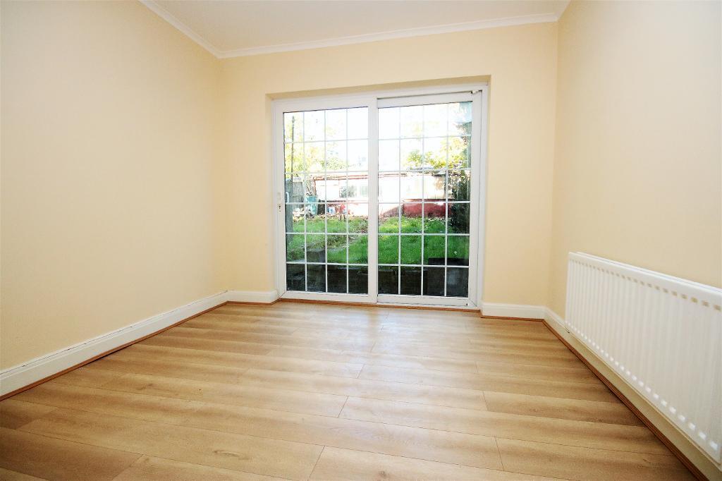 4 bedroom flat in Burgess Avenue, Kingsbury