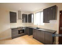 4 bedroom house in Fielding Street, Manchester, M24 (4 bed)