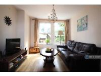 1 bedroom flat in Sinclair Gardens, London, W14 (1 bed)