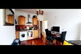 2 bedroom flat in Minford Gardens, London, W14 (2 bed) (#494684)