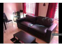 1 bedroom flat in High Street, London, W3 (1 bed) (#1126915)