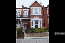 6 bedroom house in Stapleton Road, London, SW17 (6 bed)