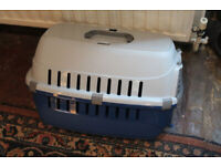 Roadrunner 1 Plastic carrier for cats and small dogs