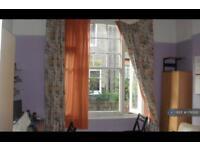 1 bedroom flat in Comeragh Road, London, W14 (1 bed)