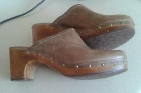 Ladies ugg cloggs. Size 8.5