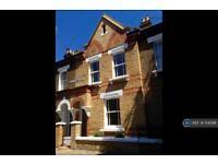 3 bedroom house in Birley Street, London, SW11 (3 bed)
