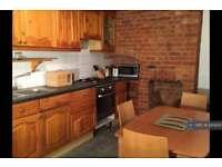 3 bedroom flat in Benares Rd, London, SE18 (3 bed)