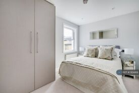 2 bedroom flat in Northcote Road, London, SW11 (2 bed) (#1104419)