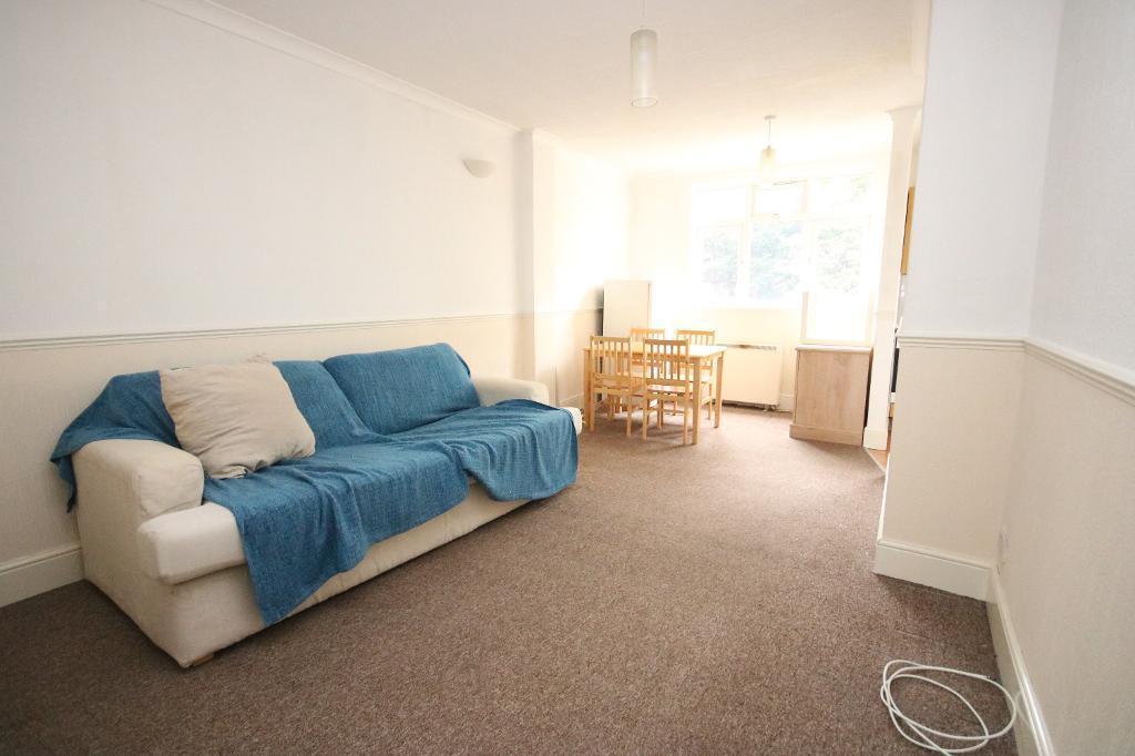 1 bedroom flat in Woodstock Road, Finsbury Park