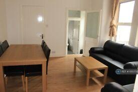 5 bedroom flat in Coverton Road, London, SW17 (5 bed) (#1053735)