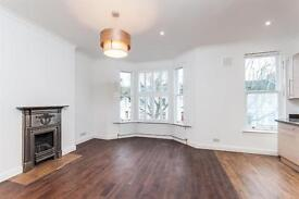 3 bedroom flat in Harvist Road, West Kilburn