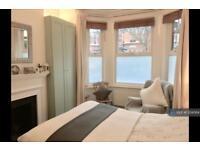 2 bedroom flat in Valetta Road, London, W3 (2 bed)