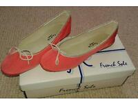 French Sole coral pumps size 4