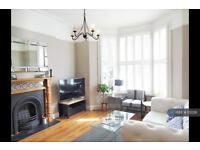 2 bedroom flat in Croxley Road, London, W9 (2 bed)
