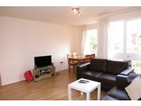 Spacious and Bright 3 Double Bedroom Flat in Raynes Park Close to The Station !!!1