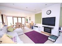 3 bedroom flat in Woodcroft Crescent, Pinner