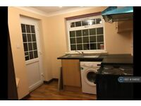 1 bedroom house in Oatlands Drive, Slough, SL1 (1 bed) (#1148192)