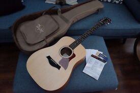 Taylor Big Baby Acoustic Guitar + Taylor soft case ( Mint Condition )