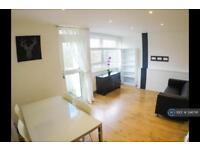 3 bedroom flat in Pownall Road, London, E8 (3 bed)
