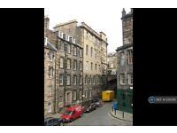 4 bedroom flat in Merchant Street, Edinburgh, EH1 (4 bed)