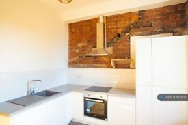 4 bedroom flat in Walker Street, Paisley, PA1 (4 bed) (#1112505)