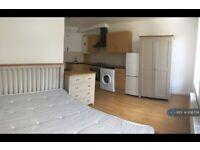 Studio flat in Stoke Newington High Street, London, N16 (#1136734)