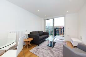 1 bedroom flat in Royal Victoria Gardens, Marine Wharf, Surrey Quays SE16
