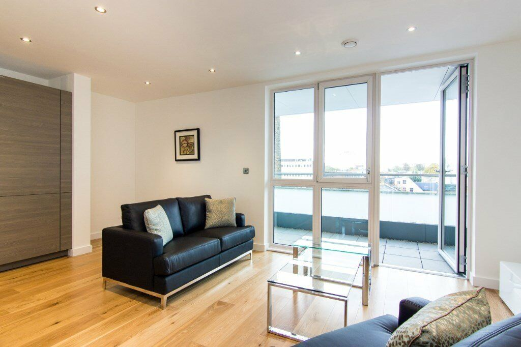 VACANT!! BRAND NEW / UNLIVED IN! - MODERN DESIGNER FURNISHED 1 BEDROOM APARTMENT IN HAMMERSMITH W6