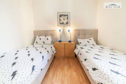 FLATSHARE W/ EN-SUITE BATHROOM IN THE CITY FO R TWO FRIENDS