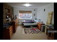 Studio flat in Spareleaze Hill, Loughton, IG10