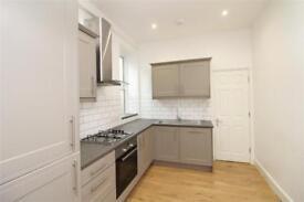 2 bedroom flat in Lichfield Grove, London, N3