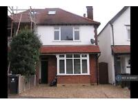 4 bedroom house in Camp Road, St. Albans, AL1 (4 bed)