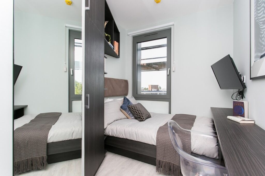 Stunning Ensuite rooms with private bedroom, bathroom and shared kitchenette - NW London