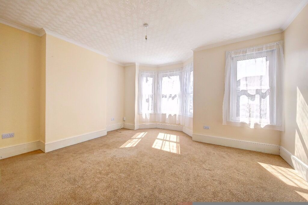 Newly Refurbished One Double Bedroom Flat To Rent On Quicks Road Wimbledon London SW19
