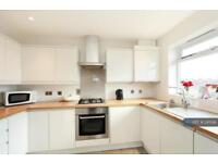 2 bedroom flat in Naish House, London, SW19 (2 bed)