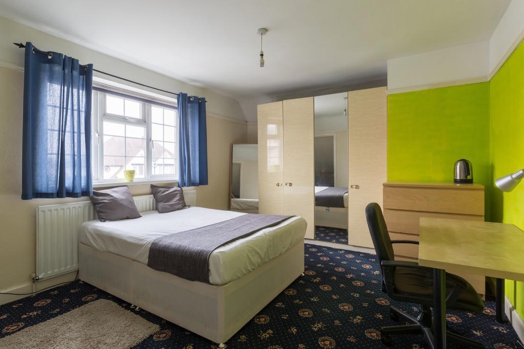 Cheap Big Double Room E13 £130pw Call Now 07940057933!!