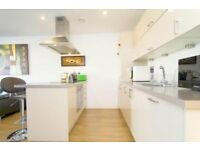 Modern and stylish 3 bed, 2 bath flat with 2 balconies moments from Mile End Station LT REF: 4893585
