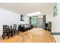 1 bedroom flat in Bacon Street, London, E2 (1 bed) (#888692)