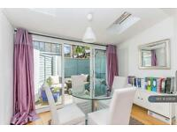 2 bedroom flat in Caxton Road, London, W12 (2 bed)