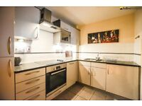 Large 1 bedroom flat with a balcony, parking, onsite gym & daytime porter LT REF: 4563583