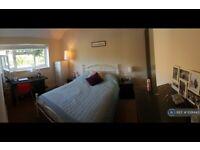 1 bedroom in Hazel Avenue, Guildford, GU1 (#1091443)