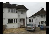 5 bedroom house in Uxbridge Road, Harrow Weald, HA3 (5 bed)