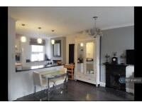 3 bedroom flat in Althea St, London, SW6 (3 bed)