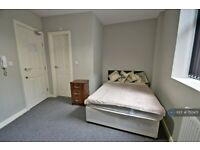 1 bedroom in Wrigley Head, Greater Manchester , M35 (#750471)
