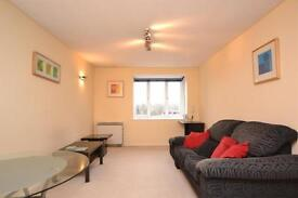 2 bedroom flat in Deanery Close, London, N2