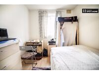 Big Single room with Double bed. Zone-2.Central Line.East Acton.Beautiful House with garden & Lounge