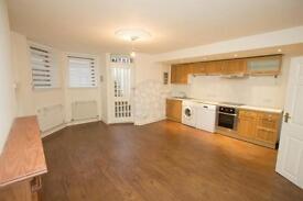 2 bedroom flat in Milton Park, Highgate