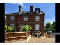 5 bedroom house in Kings Road, Guildford, GU1 (5 bed)